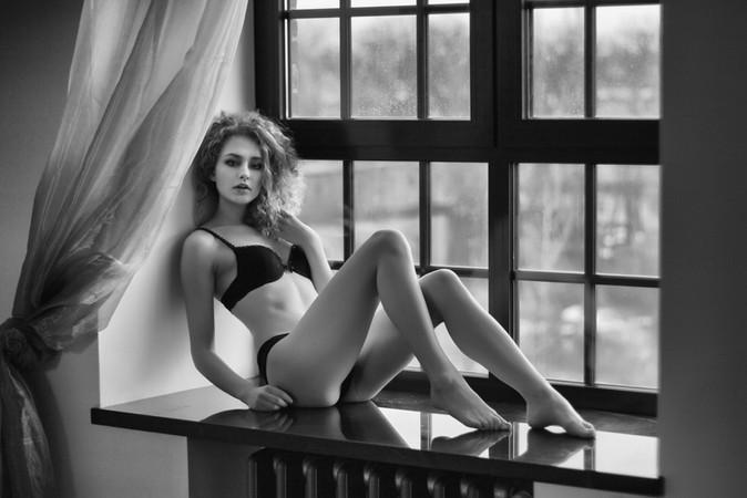 Beautiful Boudoir photoshoot black and white