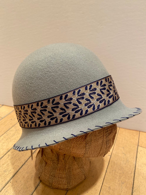 MLHS M07 light grey with silver/blue  ribbon Hat