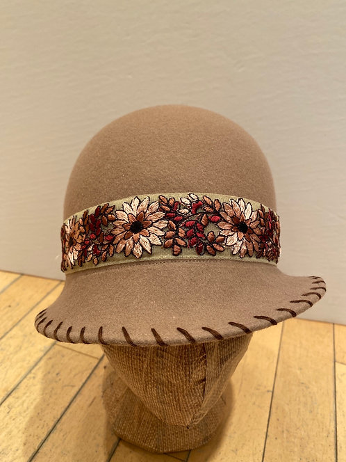 MLHS M04 camel with flowered ribbon flowered ribbonn Hat