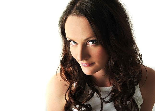 Lucy Hunter James Singer Voiceover Dubai
