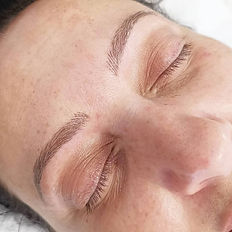 Healed microbladed brows with hirstrokes and shading