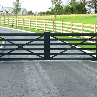 farm-driveway-entrance-ideas-pillars-bri