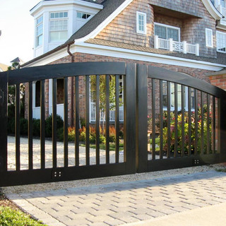 Wooden-Contemporary-Driveway-Gates.jp2