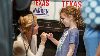Elizabeth Warren makes a pinky promise to a young girl following a rally in Dallas at the historic Texas Theater.  Photo captured by best event photographer in Dallas.