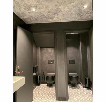 Mikrosement på toalettrom
