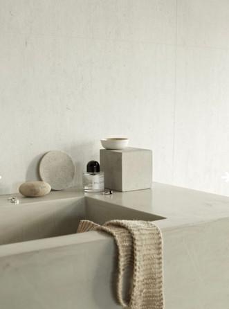 Baderomsmøbel/servant laget med mikrosement for våtrom i fin struktur