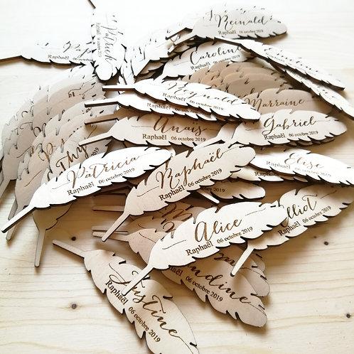 Marque place plume avec gravure prénom