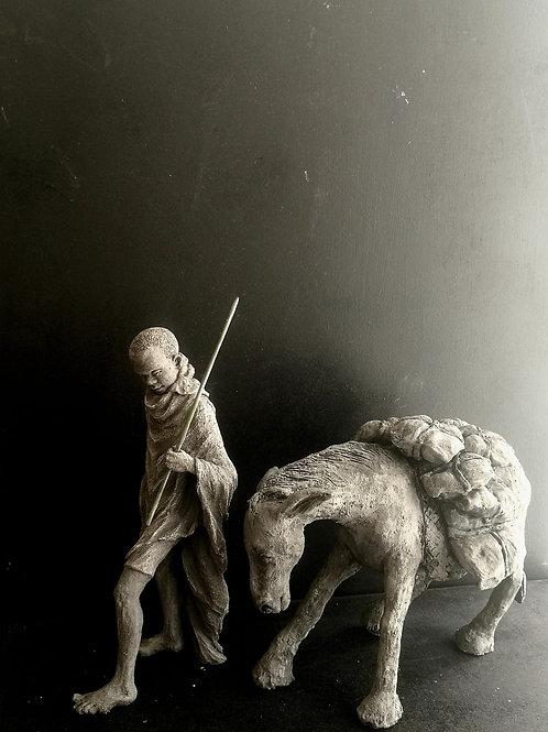Berger dans le Nile Bleu, sculpture en céramique, 15x30x30 cm
