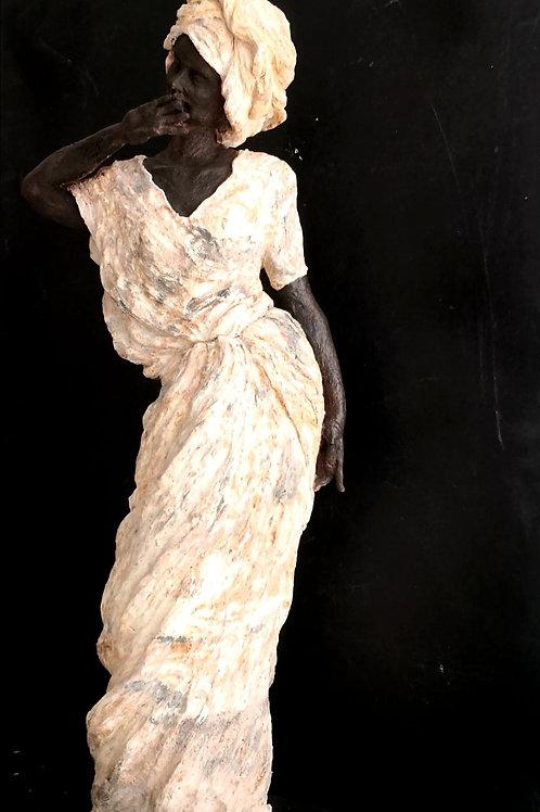 Femme au marché d'Harar, sculpture en céramique, 40x 25x 20 cm
