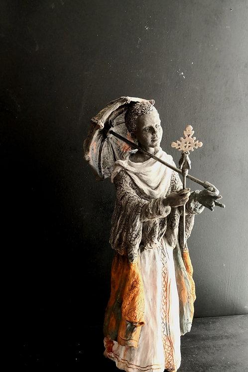 Jeune prêtre à Lalibela, sculpture en céramique, 30x 25x30 cm