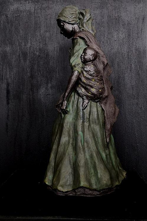 L'abnégation, sculpture en céramique, 40x 20x 20 cm