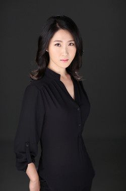 Beth Nam (piano and voice)