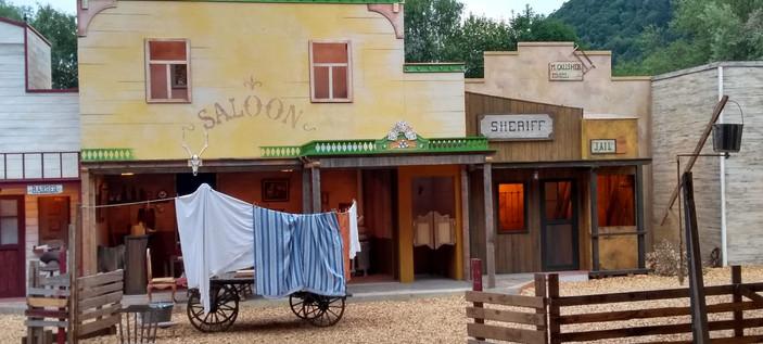 Saloon  & shériff