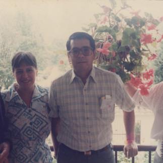 Padre Ángel Andreetta, Rocío de Bejarano, Marcelo Bejarano y Carmela de Arosemena en Cuenca - 1997.