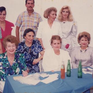 Cómite de Damas de la Asociación y Roberto Estrada G. - 1982.