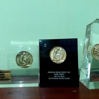 Premios de la American Orchid Society otorgados a la AEO en tres exposiciones.