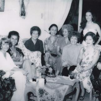Reunión en casa de Montserrat Maspons y Bigas.