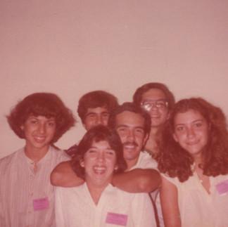 Jóvenes voluntarios en la III Exposición  Internacional de Orquídeas del Ecuador, Marcela Villacis, Elizabeth Trujillo (+), Antonio Contreras, Rosita Valarezo, Arcadio Arosemena y Carlos Amador - 1979.