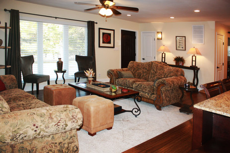 Ballards by the Lake Bed & Breakfast living room