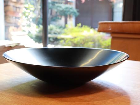 鎌⽥克慈さんの「丸鉢・尺1・⿊」届きました。