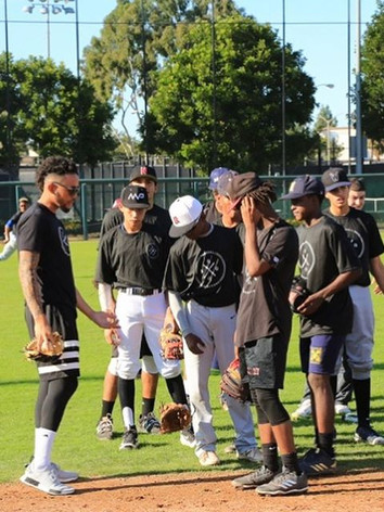 JP Crawford sharing some infield tips at the BBG Homerun Derby & Skills Camp