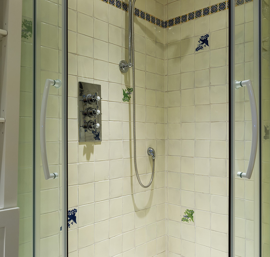 Cotswold Retreat | Corner Shower .jpg