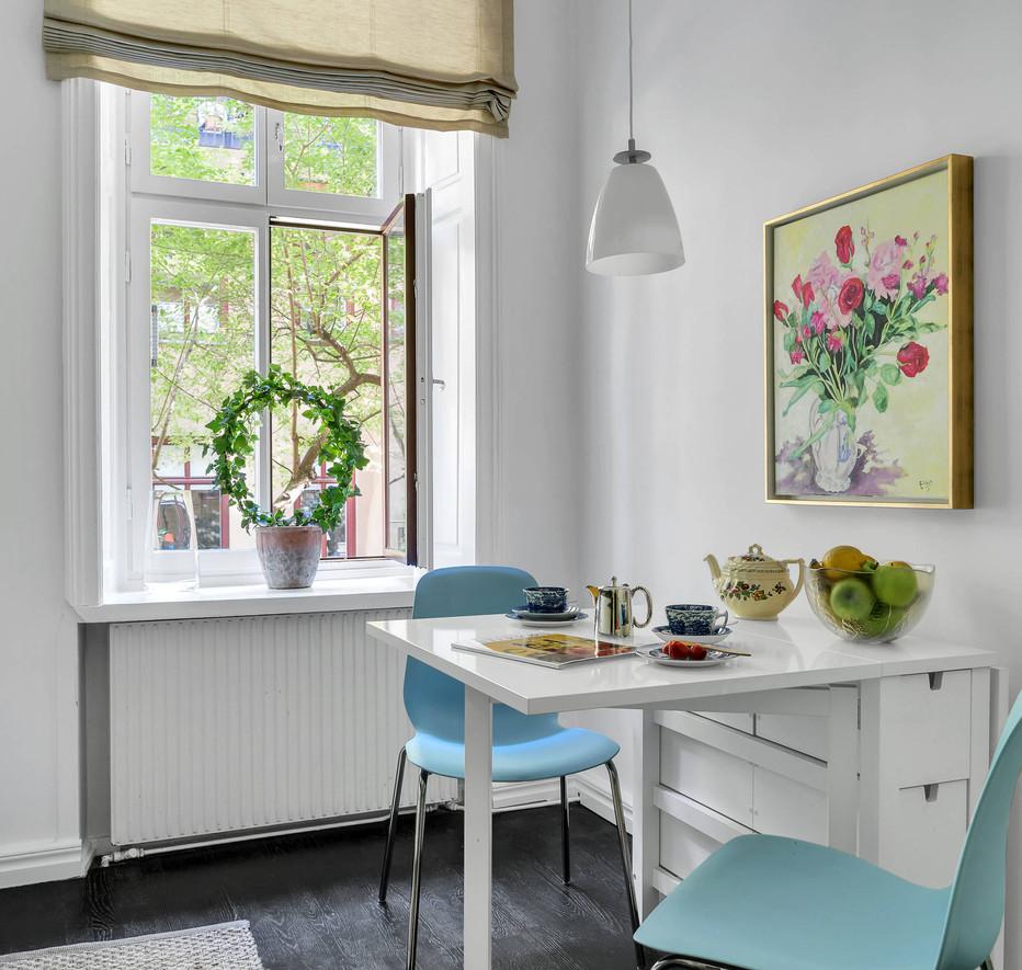 Valhallavagen 116 Kitchen table .jpg