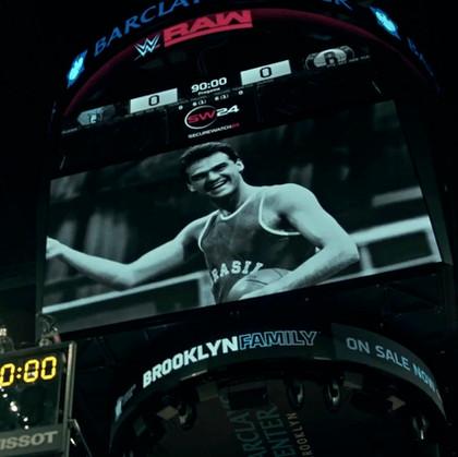 Homenagem do Brooklyn Nets no telão da Arena