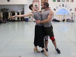 A bailarina que luta no palco contra câncer no cérebro: 'A doença vai me matar, mas continuo dan