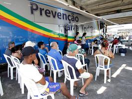 Testagem de HIV, sífilis e hepatites nas Virgens do Bairro Novo
