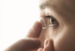 Infecção em usuários de lente de contato pode causar cegueira e até perda do globo ocular