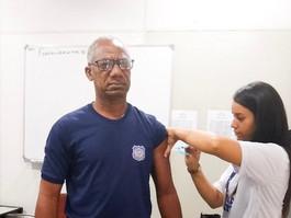 PCR leva vacina contra gripe para Guarda Municipal e Polícia Militar