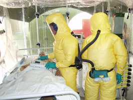 OMS comemora aprovação da primeira vacina contra o ebola