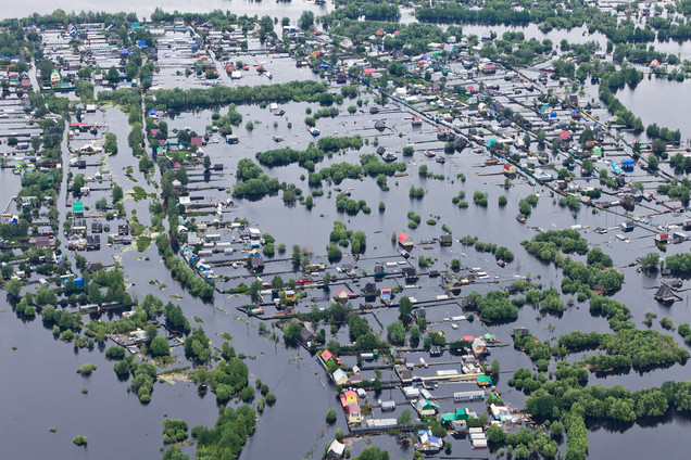 Flood Risk and large-scale analysis from space: How SAR data improves the monitoring of global flood
