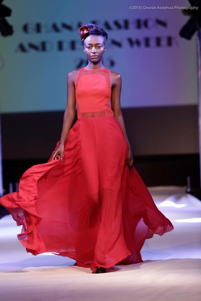Julee Djoulde Boucoum sulla catwalk del Ghana Fashion & Design Week