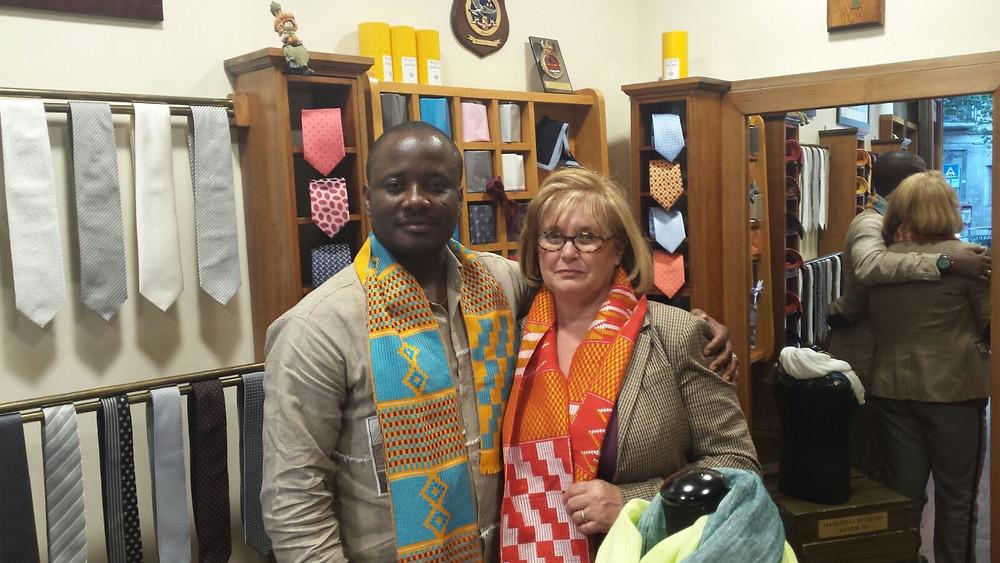 Lo stilista ghanese Stephen Martey Apedo Cofi e la sig.ra Faldetta dell'Antico Cravattificio Siciliano