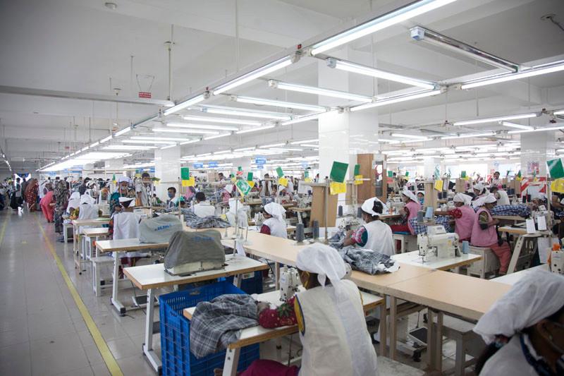 Lavoranti di industrie di paesi in via di svilupp