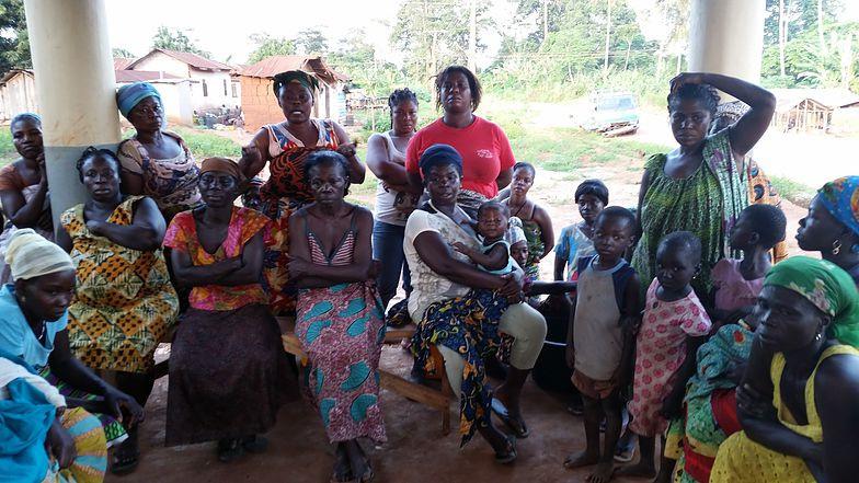 Donne del villaggio di Mapntuase, Ghana, al primo incontro su Yendaakyee - foto di Antonella Sinopoli