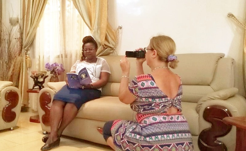 Madame Germaine Kouméalo Anaté, poetessa, è stata Ministro della Cultura in Togo, è presidente dell'associazione degli scrittori togolesi ed è direttrice dell'Istituto delle Scienze dell'Informazione, della Comunicazione e delle Arti all'Università di Lomé.