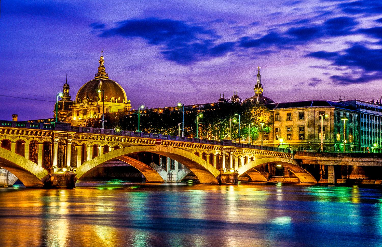 Lyon_-_Pont_Wilson_et_Dôme_de_l'Hôtel_Di