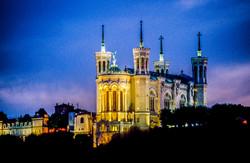 Lyon_-_Basilique_de_Fourvière_-_Nuit_(17