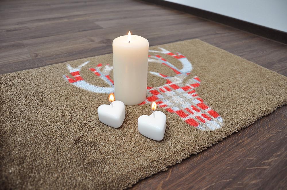 Kerzenwachs aus Teppich entfernen