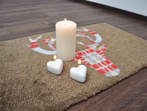 Kerzenwachs aus dem Teppich bzw. aus der Fußmatte entfernen