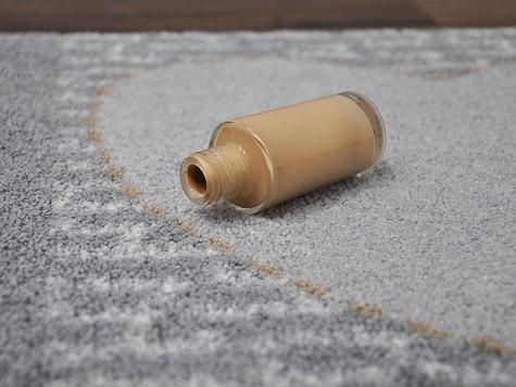 Make-Up-Flecken aus dem Teppich bzw. aus der Fußmatte entfernen