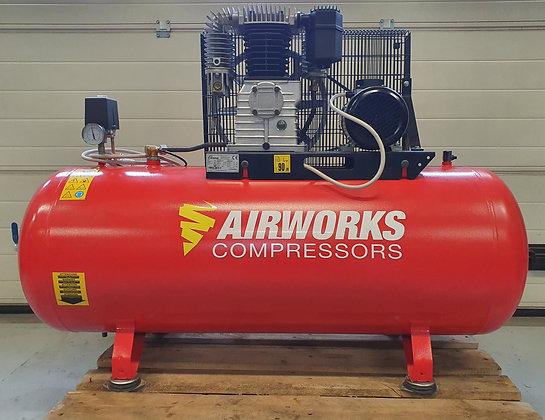Airworks FT500/270 Zuigercompressor 3 kW 495 l/min bouwjaar 2011