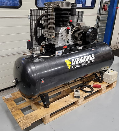 Airworks K50/500FT10SD Zuigercompressor 7.5 kW 1.100 l/min bouwjaar 2002