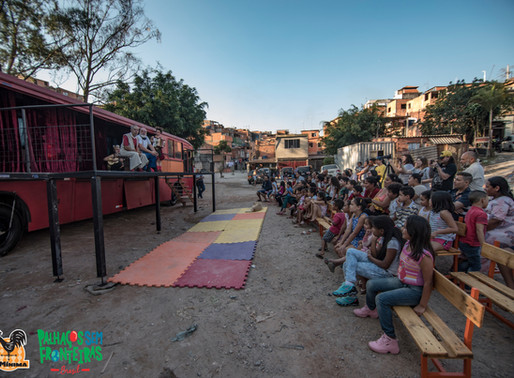 LaMínima leva teatro e circo aos extremos de São Paulo dentro de um ônibus