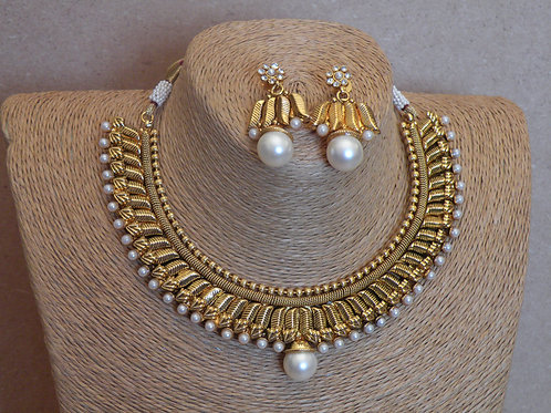Golden Necklace set With Pearls