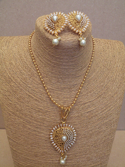 Hand Made Pearl Necklace Set