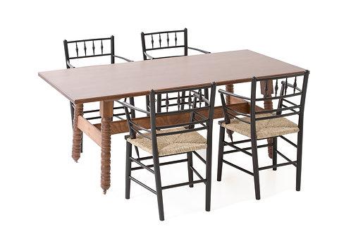 ケルムスコットテーブル